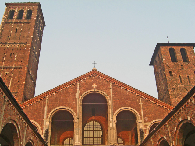 Fachada Sant Ambroggio Milán