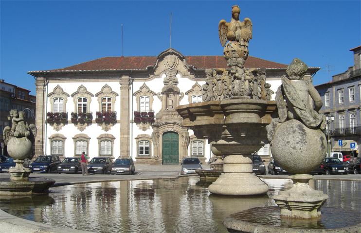 Fuente plaza Cámara Municipal Braga Portugal
