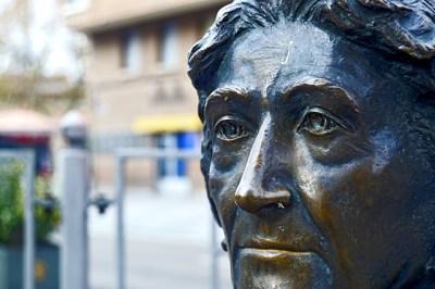 Rosa Chacel rostro mirada escultura calle Valladolid
