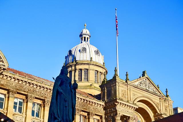 Estatua reina Victoria Plaza ayuntamiento Birmingham