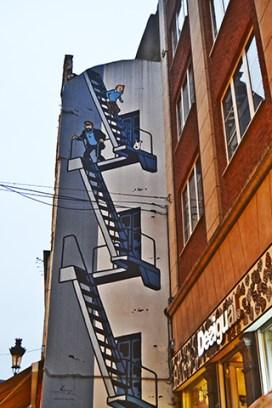 Tintín Capitán Haddock mural escaleras emergencia fachada Bruselas