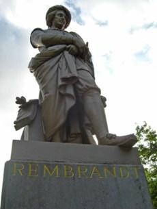 Contrapicado estatua Rembrandt Rembrandt plein
