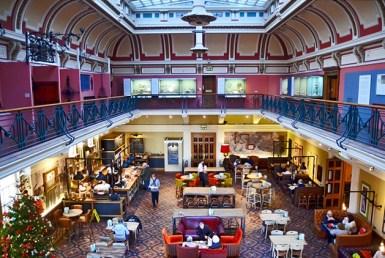 Vista elevada salón de té edwardiano Birmingham Inglaterra