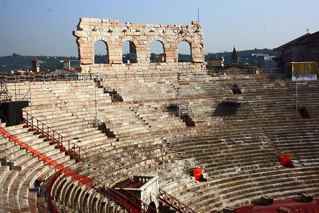 Interior gradas anfiteatro Arena Verona