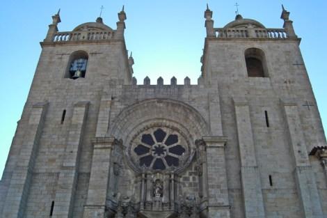 Rosetón siglo XIII fachada Catedral Oporto