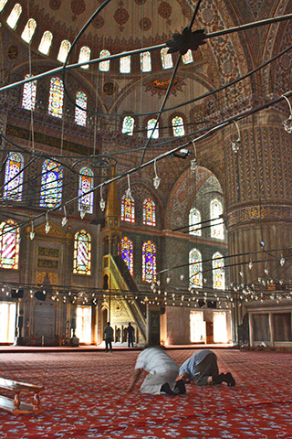 Rezo alfombra Mezquita Sultanahmet Estambul