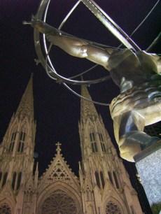 Escultura Atlas Saint Patricks Nueva York noche