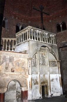 Restos retablo blanco Santa Gerusalemme Bolonia