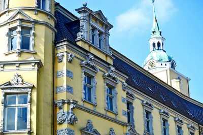 Schloswache Renaissanceschloss begrust uns nach einem angenehmen Spaziergang