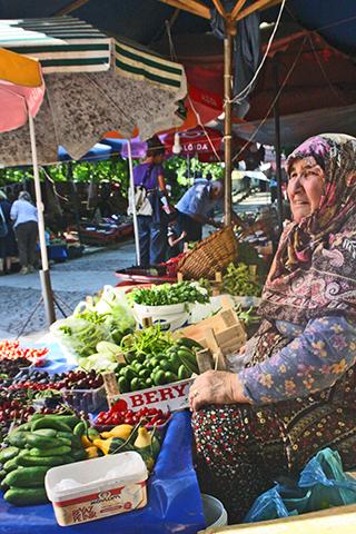 Mujer turca mercado fruta verdura Bursa