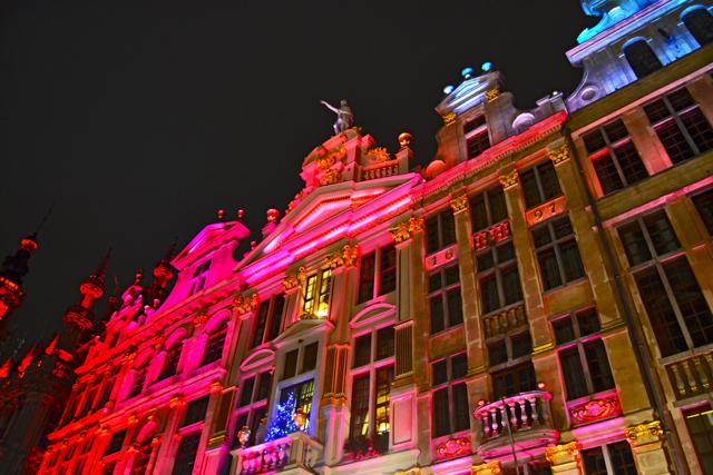 Iluminación Navidad fachadas Le Roi d'Espagne Bruseñas