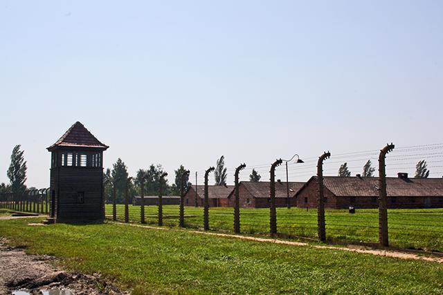 Alambradas campo concentración Auschwitz Birkenau Polonia