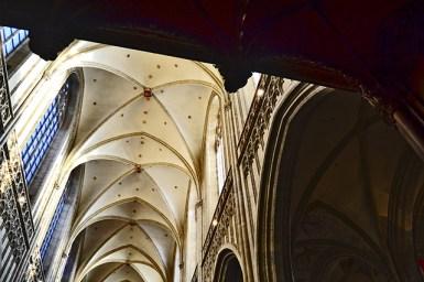 Arcos ojivales y pilares Catedral Amberes