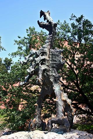 Escultura dragón fuego Wawel Cracovia
