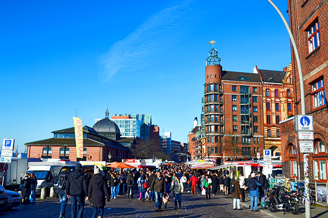 Gente entrada Fischmarkt St Pauli Hamburgo