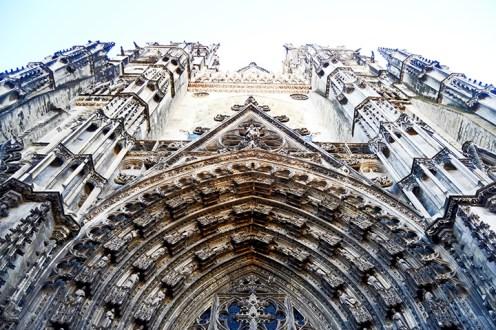 Contrapicadop entrada Iglesia San Gaetano fachada gótica esculturas Tours