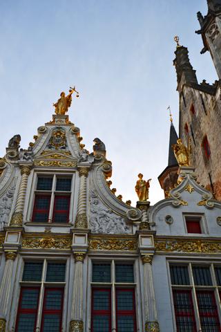Decoración dorada ayuntamiento Brujas