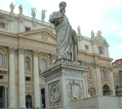 Escultura San Pedro entrada Basílica San Pedro Roma