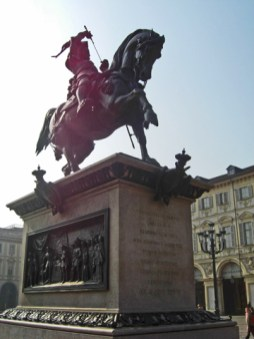 Estatua ecuestre Emanuel Filiberto Saboya Piazza San Carlo Torino