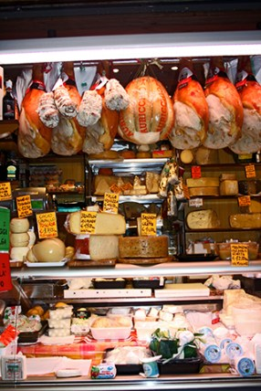 Emburtidos jamón di Parma quesos mercado centro histórico Padova Italia