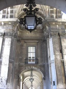 Arcos y farol Praca do Comercio Lisboa