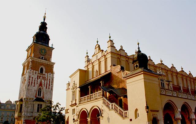 Lonja mercado de los paños torre ayuntamiento plaza mayor Cracovia