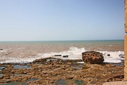 Olas rompiendo rocas Bastion du Nord océano Atlántico Essaouira