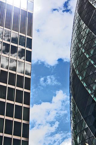 Rascacielos Swiss Re Tower vs Gherkin La City Londres