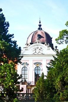 Cúpula fachada ventanas decoración Palacio Real Gödöllő Sissi Emperatriz Hungría