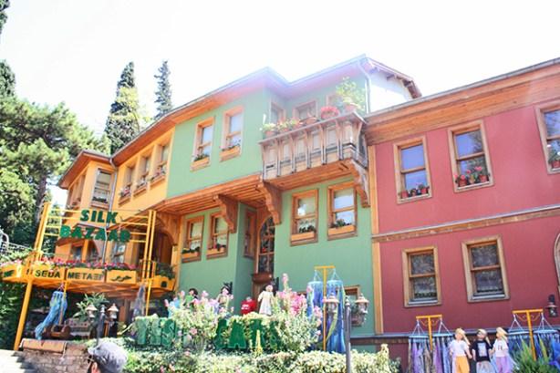 Fachada vivienda tradicional colores Bursa