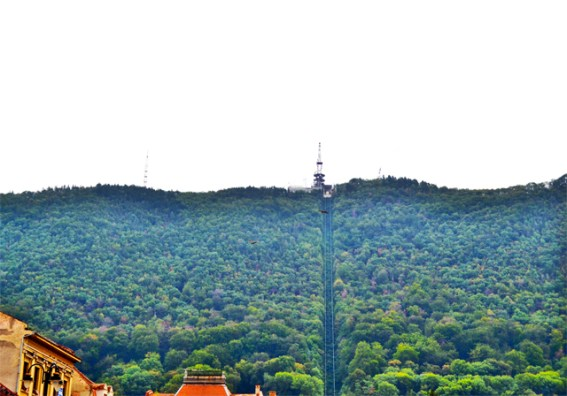 Teleférico bosques Brasov centro ciudad Rumanía
