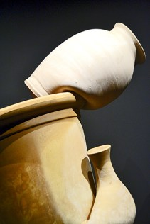 Esculturas botijo suspendidas aire Museo Patio Herreriano Valladolid