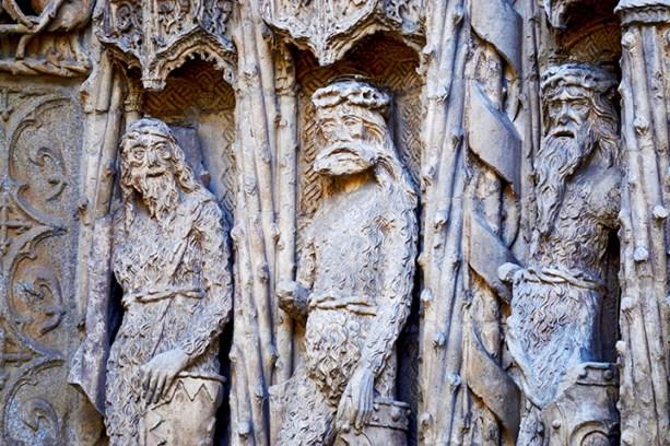 Esculturas góticas fachada Museo Nacional Colegio San Gregorio Valladolid