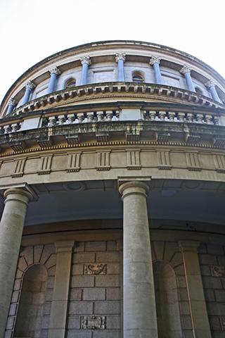 Cúpula neoclásica columnas Banco Irlanda centro Dublín