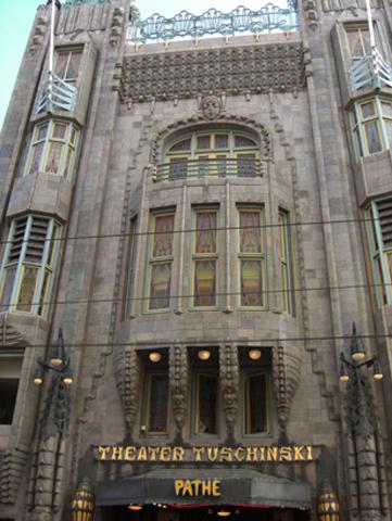 Fachada modernista Theater Tuchinski cine Amsterdam