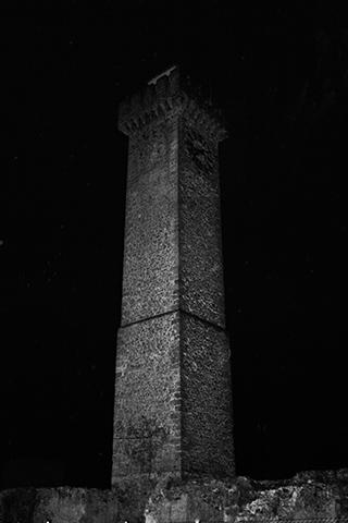 Torre de Mangana Cuenca blanco y negro