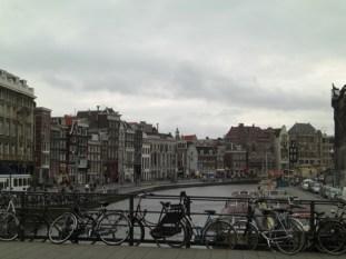 Panorámica bicicletas Prinsengratch Amsterdam