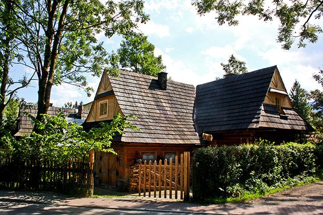 Calles viviendas madera bosques Zakopane Polonia