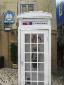Cabina telefónica blanca Sintra Portugal