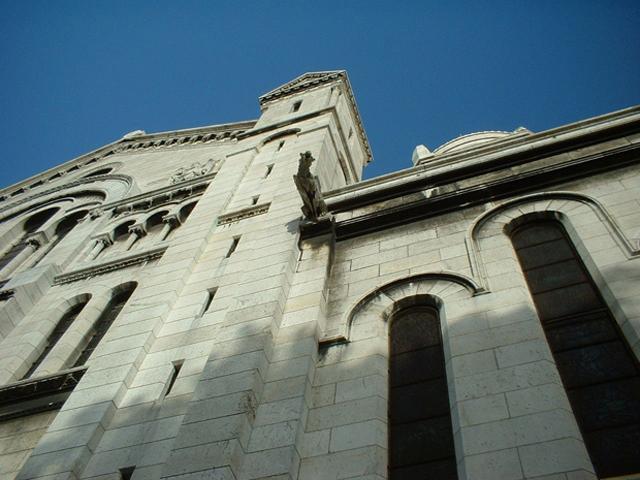 Contrapicado escultura gárgola iglesia Montmartre París