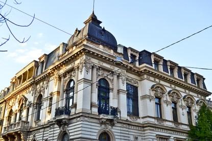 Edificio fachada neoclásica Calea Victoriei Bucarest
