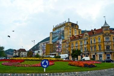 Brasov rotonda entrada edificio APO PALACE Rumanía