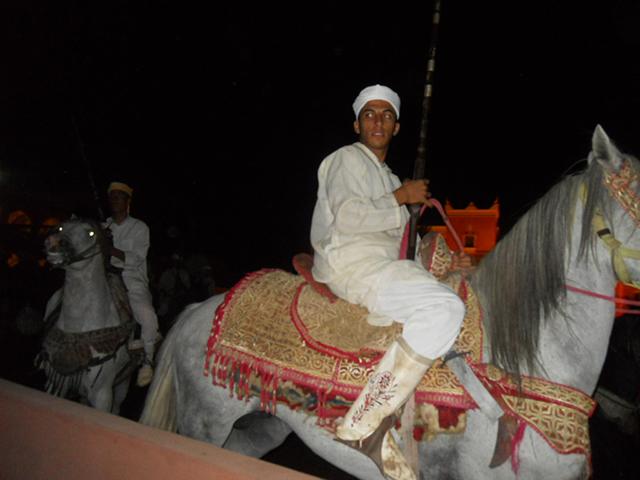 Jinete marroquí espectáculo caballos restaurante Chez Ali Marrakech
