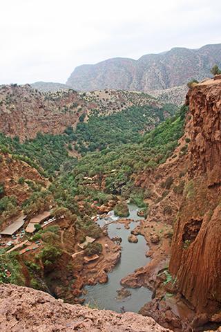 Panorámica valle montañas cascadas Ouzoud Marruecos