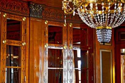 Decoración interior madera detalles lámpara cristal interior habitación Museo Palacio Oldenburg Alemania