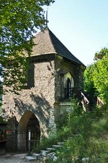 Entrada muralla castillo torre parque nacional Ojców
