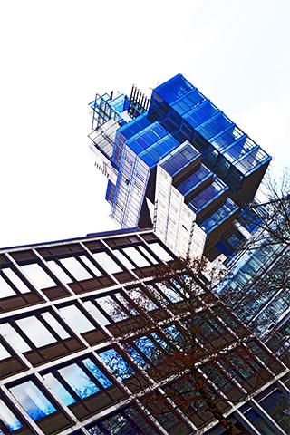 Bloque edificio cristal robótico modernista centro Hannover Alemania