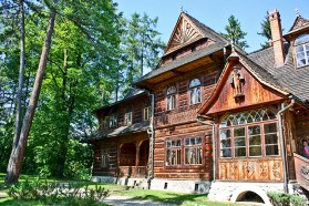 Mansión madera jardines bosque Zakopane Polonia