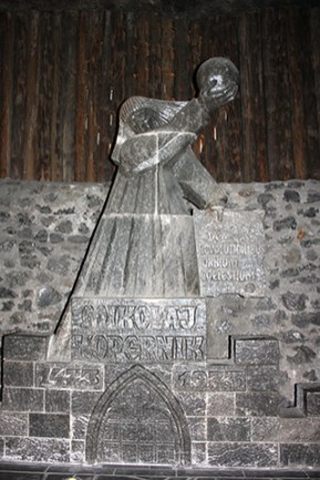 Escultura Nicolás Copérnico sal Minas de la Sal Wieliczka Cracovia Polonia