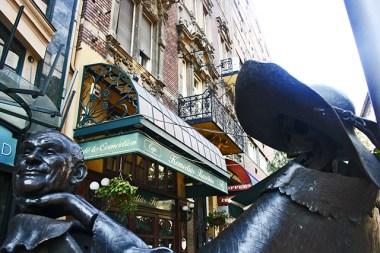 Estatua cabeza opereta Budapest Hungría